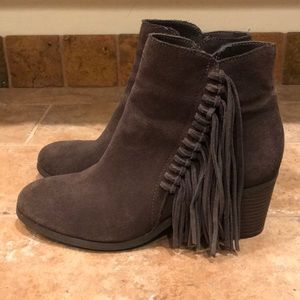 Like new Kenneth Cole Reaction Rowdy Booties 6 $85